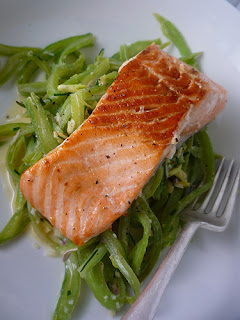 Salmon with Green Beans in Garlic