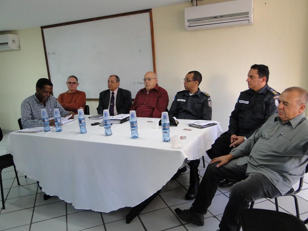Mesa do Conselho Municipal de Segurança formada pelo presidente, Nadim Kantara, autoridades e representantes da sociedade civil organizada
