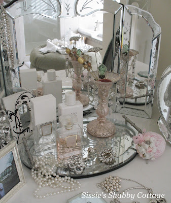 Cottage Bathroom Vanities on Are You Like Me And Sit On Your Vanity Bench And Apply Your Makeup And