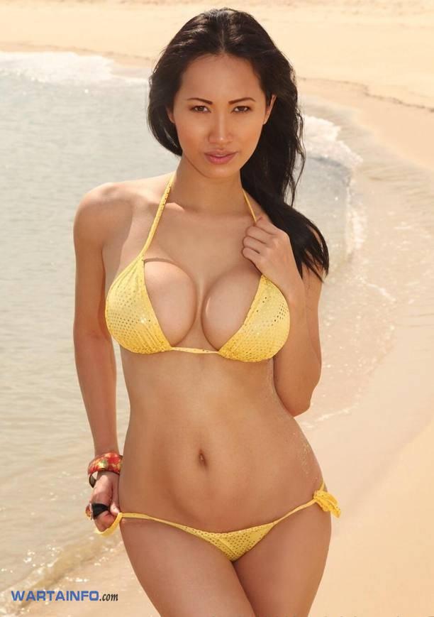 Foto Hot Bikini belahan payudara Kenyal Angie Vu Ha DJ Wanita Cewek Cantik Vietnam Terseksi di Asia