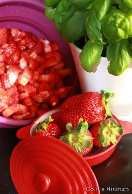 coli s kitchen hier sind die kr mel los fruchtig frische erdbeer basilikum marmelade. Black Bedroom Furniture Sets. Home Design Ideas