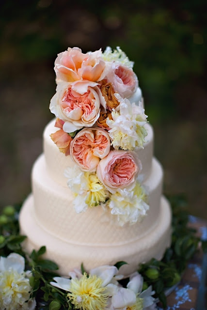 Ultimate Wedding Cake Checklist - Panning Your Wedding Abroad