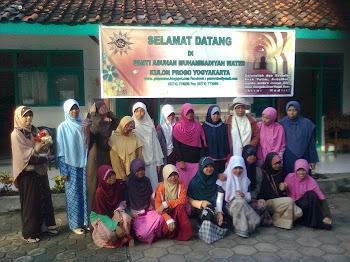 Ibu-ibu Aisyiah Panarukan Situbondo bersama santri putri