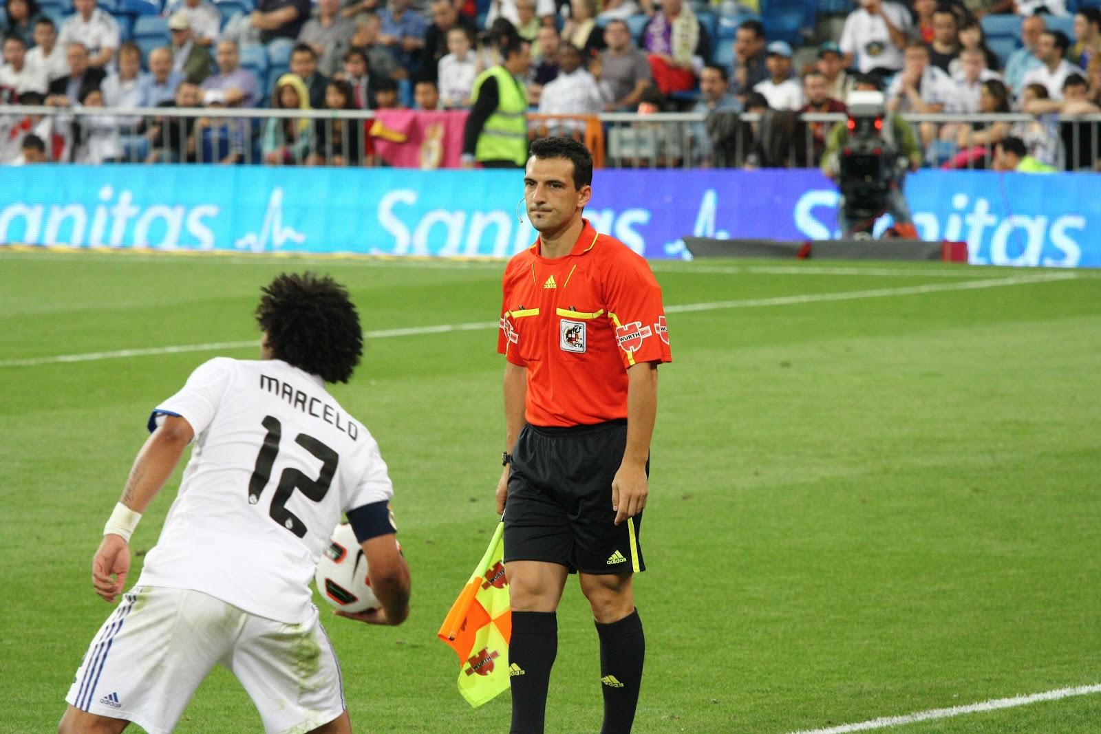 Mundo del arbitraje regla n 11 el fuera de juego for Regla de fuera de juego en futbol