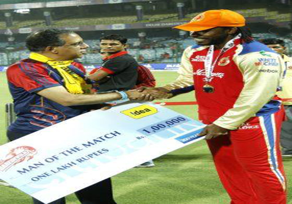 Chris-Gayle-Man-of-the-Match-v-DD