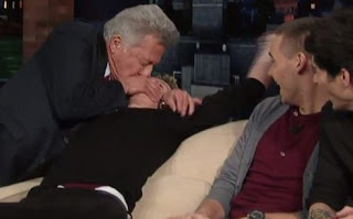 Dustin Hoffman kisses Niall Horan