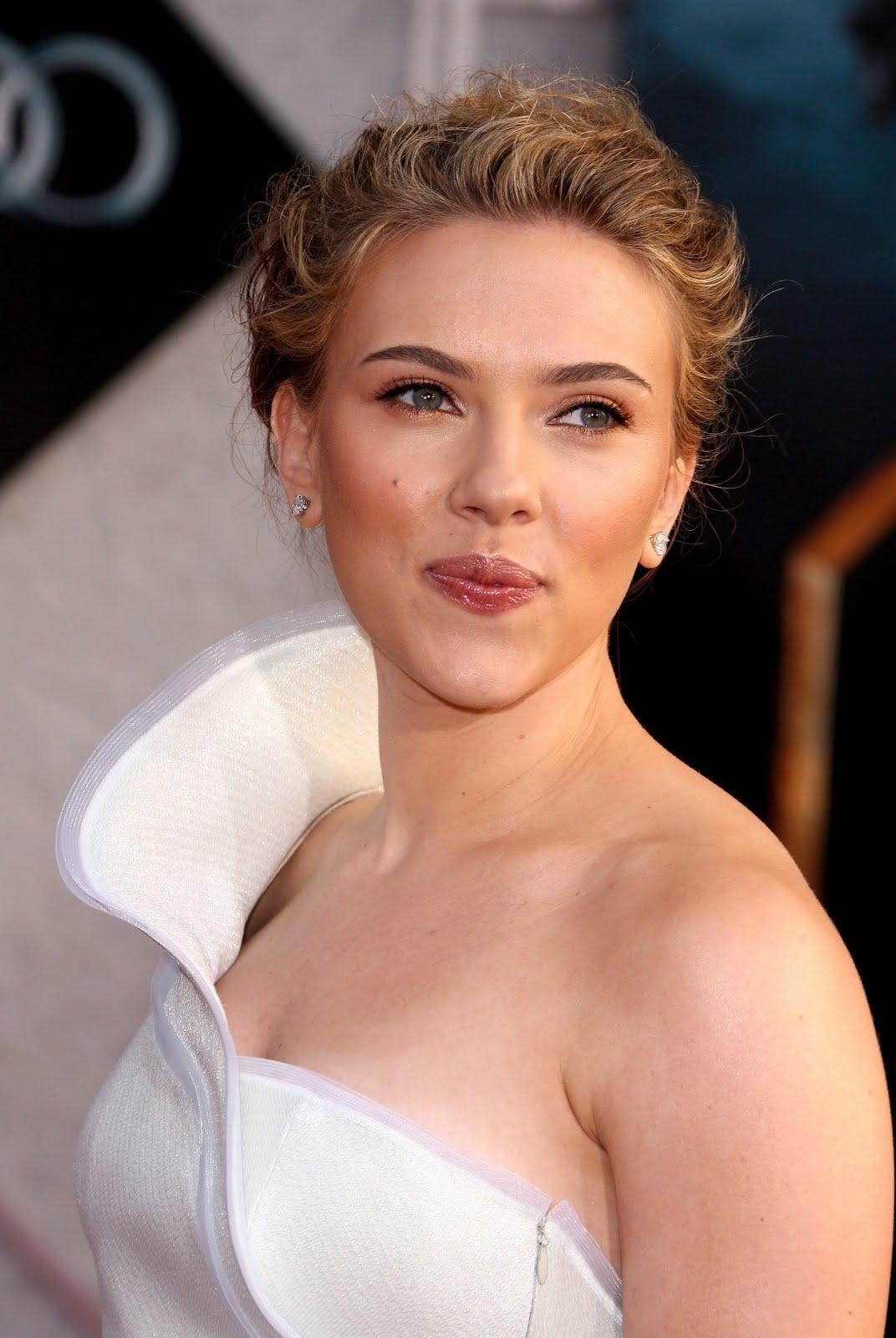 http://2.bp.blogspot.com/-7NOW6gPOjzk/TgRmdg0w4_I/AAAAAAAAFDc/mDURDFbSDYY/s1600/Scarlett-Johansson-4.jpg