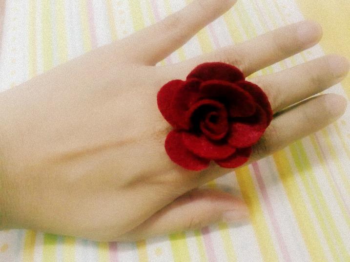 I ♥ Felt: Handmade Red Felt Flower Ring
