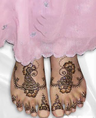 http://2.bp.blogspot.com/-7NijCRw5Blc/TuO37sAXb6I/AAAAAAAAAvw/LY2dZ6ggGvo/s1600/Simple+Mehndi+Designs+For+Feet8.jpg
