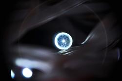 Ein Auge wie eine blaue Zitronenscheibe...