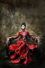 Misteri Wanita Bergaun Merah