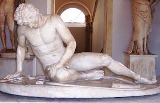 El Gálata se sale de lo que es la típica escultura griega en muchos de sus tópicos. Para empezar, no representa un griego, sino a un gálata, es decir, un galo