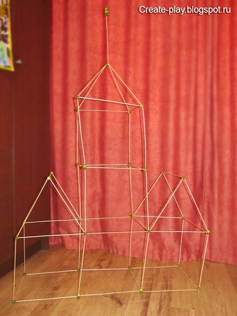 Объемный замок из желудей и палочек
