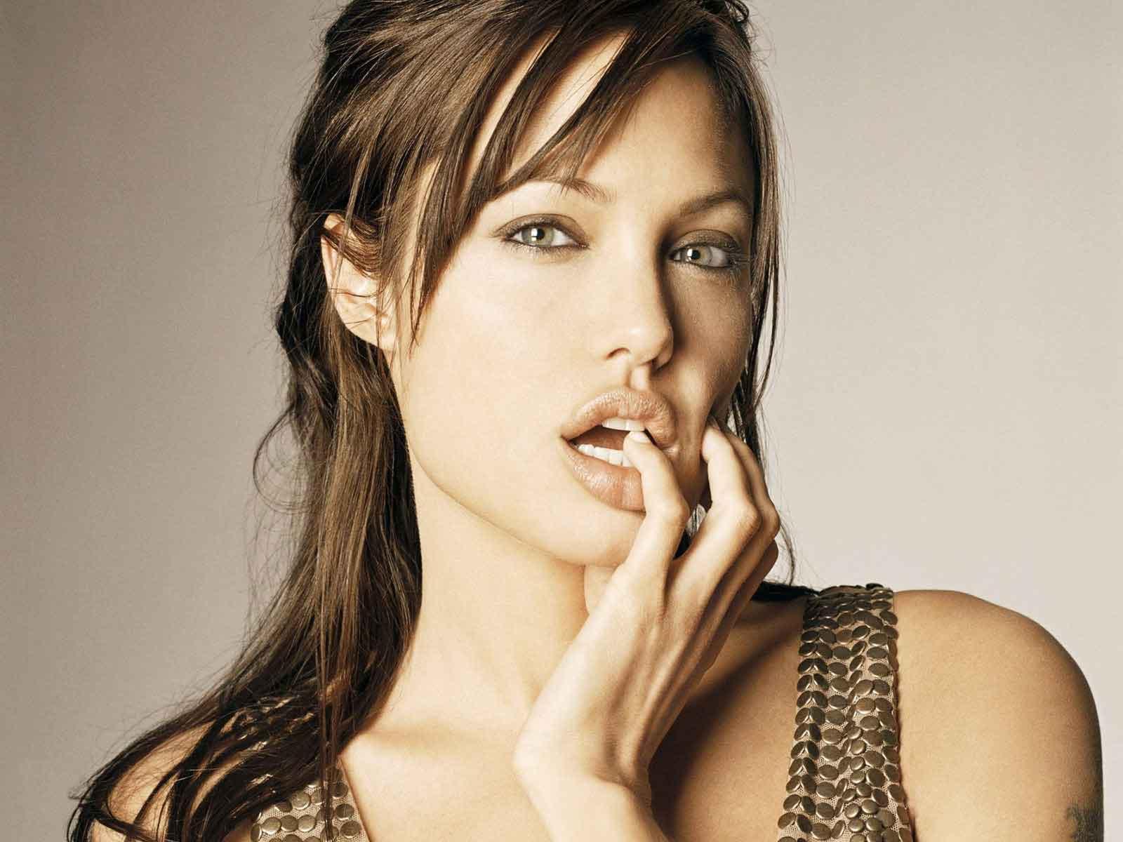 http://2.bp.blogspot.com/-7OlN7y2yJOg/T_tUG2dP3qI/AAAAAAAAEQw/tgPaBVix6bg/s1600/Angelina+Jolie+Sexy+Lips(7).jpg