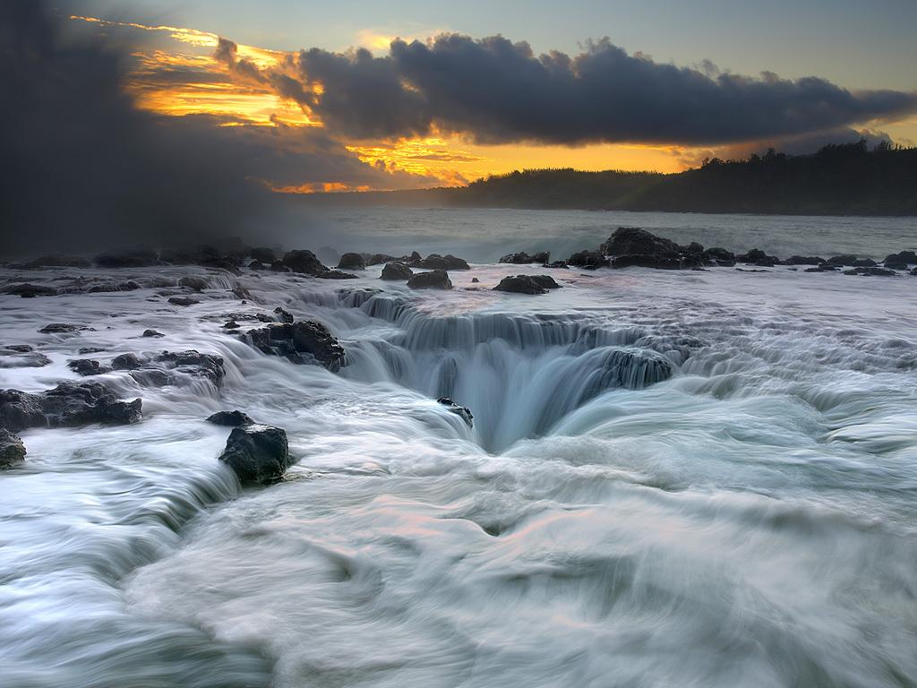 http://2.bp.blogspot.com/-7P2KBanshB0/TWEIafZHqMI/AAAAAAAABb8/nJrA8734MDI/s1600/Maelstrom-Kauai.jpg
