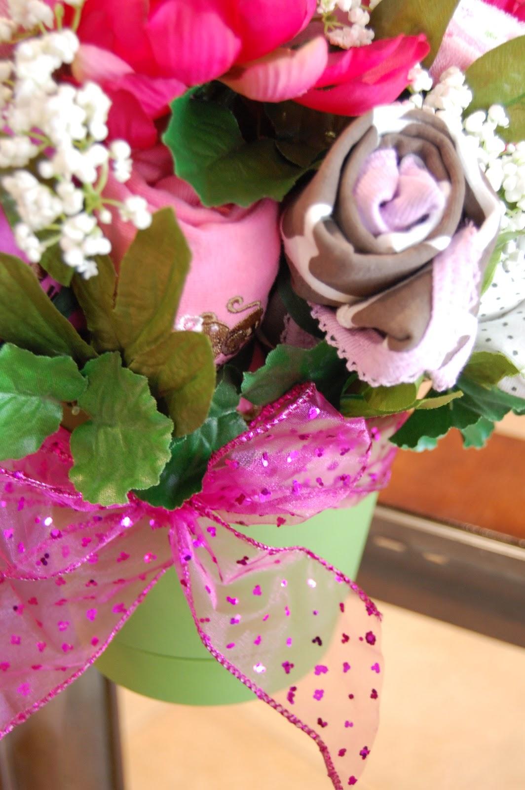PrettySweet: Baby Shower Onesie Bouquets