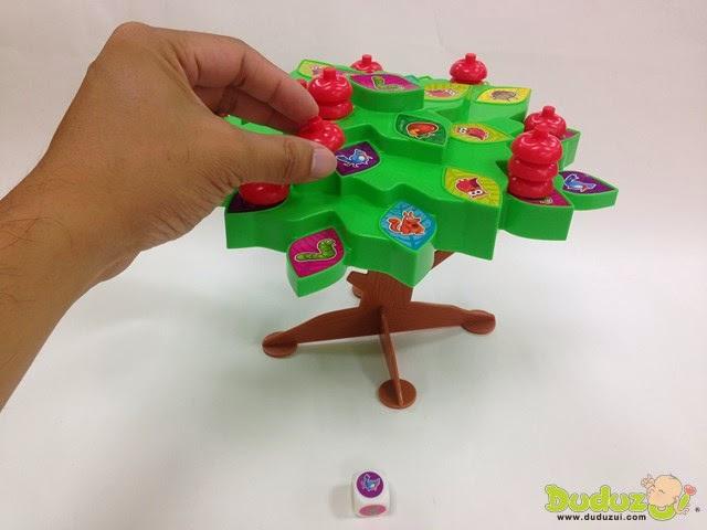 玩家擲骰子,取一顆蘋果放在樹上同骰子圖示的葉片上