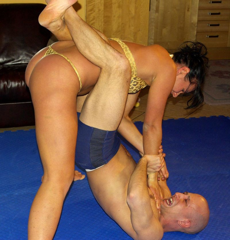 muscle woman beats up men