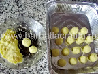 Prajitura cu branza ciocolata cocos preparare reteta bilutelor - le modelam si le punem in tava