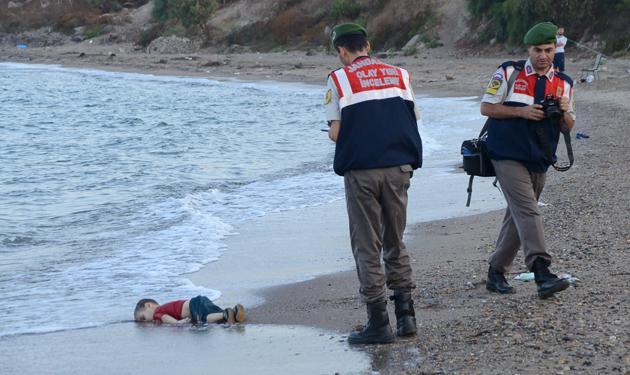 صور هزت العالم ilan-kurdi-7.jpg