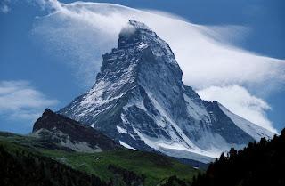 الحياة انعكاس لنا Mountain