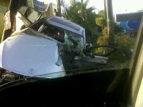 carro%252Bblack%252Bpoint%252B2 [Imagen] Cantante Black Point sufre terrible accidente de tránsito