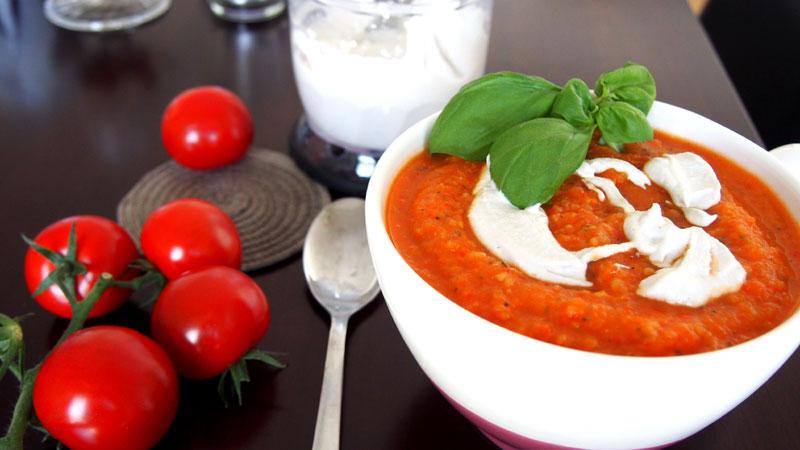 Sairaan hyvä tomaattikasviskeitto