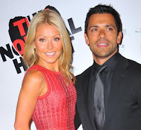 Mark+Consuelos+%2526+Kelly+Ripa Celebrity wedding anniversaries