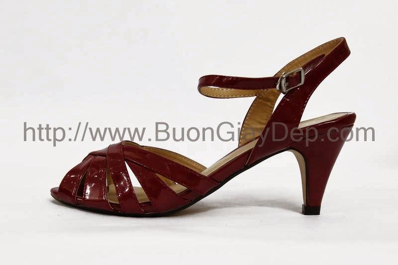 Chuyên phân phối giày dép XK tại HN