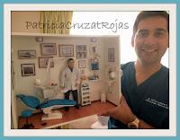 Odontólogo con su cuadro
