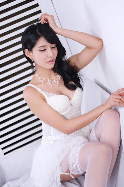 Cha Sun Hwa - Sexy in White Dress