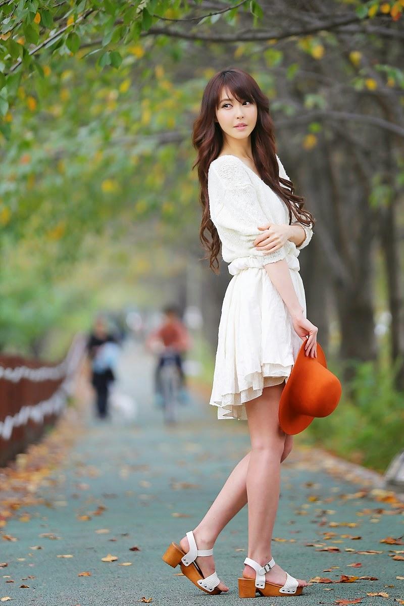 Kang Yui Casual Stroll