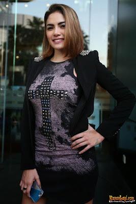 Ketahuan Cium Wanita, Nikita Mirzani Bantah Jadi Lesbian