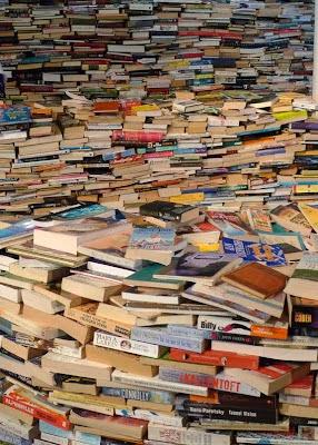 Huge_pile_of_books.jpg