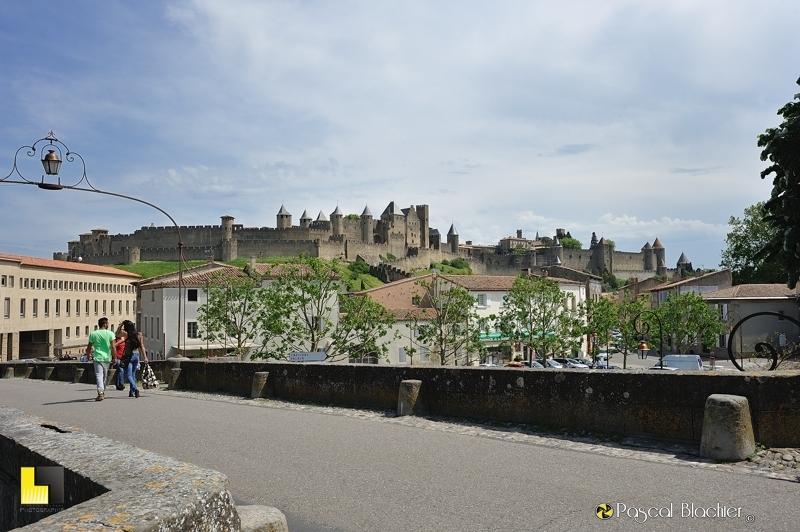 Vue sur la cité de Carcassonne du pont médiéval photo pascal blachier