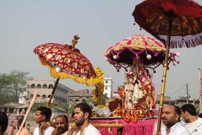 Parigram op verschijnings dag Sri Krishna Caitanya Mahaprabhu.