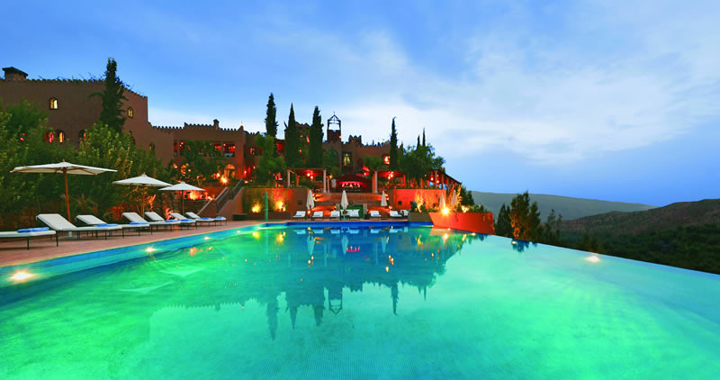 Beautiful swimming pools around the world mountain top for Beautiful hotels around the world