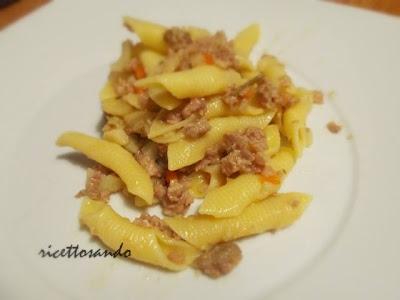 Ragù bianco di salamella e garganelli ricetta saporita di salsa di salsiccia