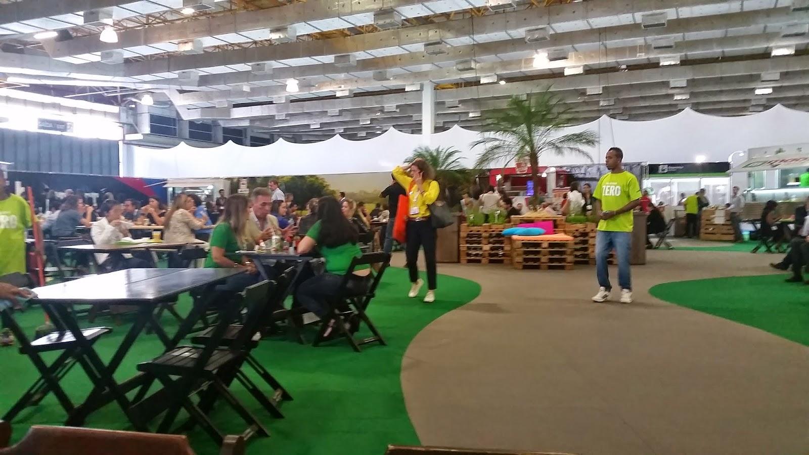 Praça de alimentação do WTM no Expo Center Norte