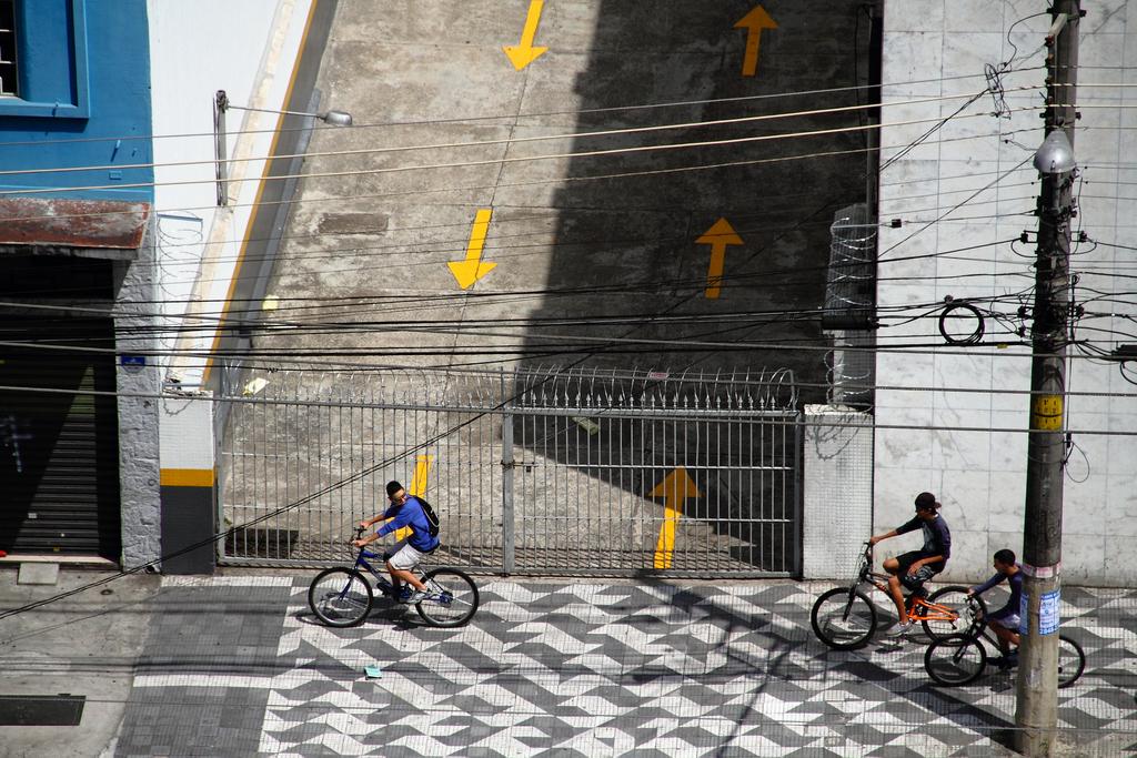 Em São Paulo (Brasil), by Guillermo Aldaya / PhotoConversa
