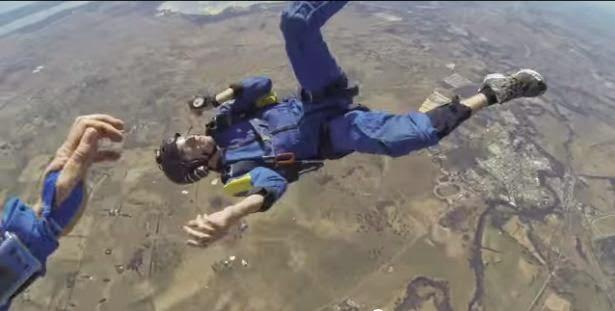 Video Detik Detik Cemas Penerjun Payung Terjun Terkena Sawan Semasa Di Udara