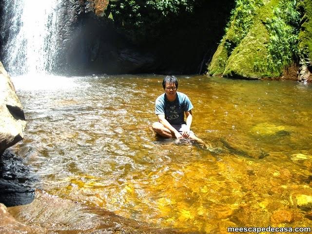 El Caminante sentado cerca de la segunda cascada del Shilcayo, Tamushal (Perú)