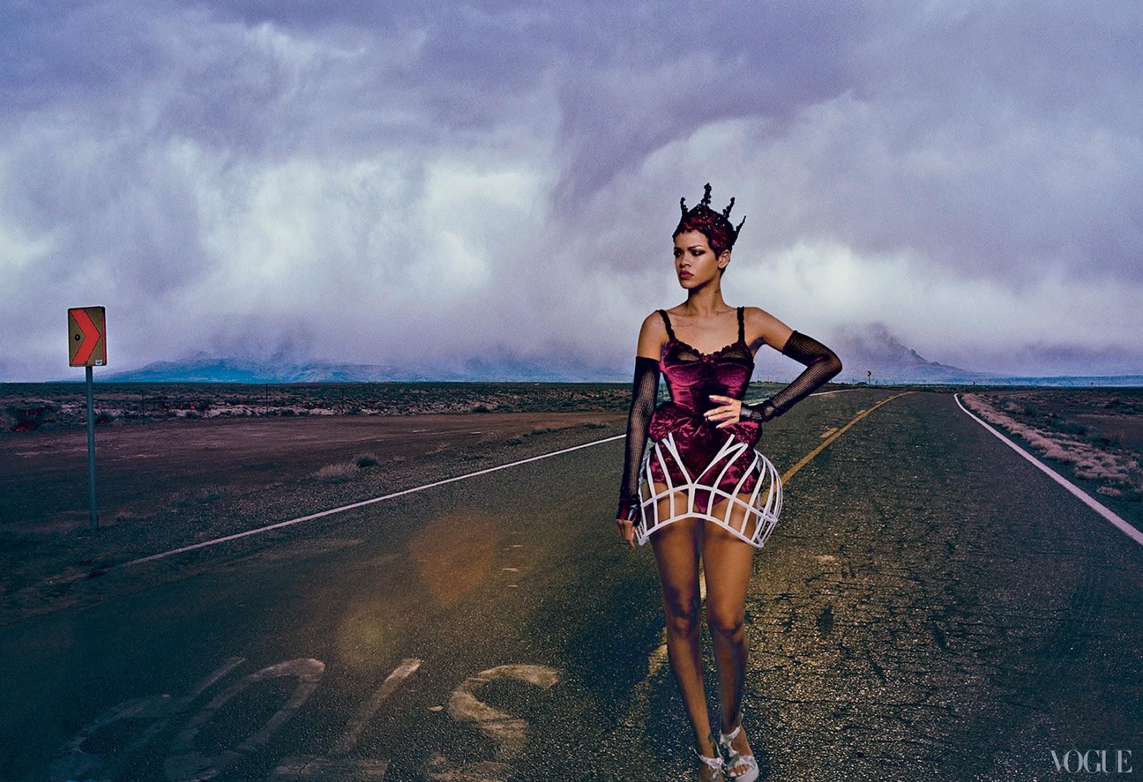 http://2.bp.blogspot.com/-7TZq6TJ-yRE/UHwITqmVvYI/AAAAAAAATV4/vpwWekvf8Pg/s1600/Rihanna+-+Vogue+magazine+November+2012+issue+-07.jpg