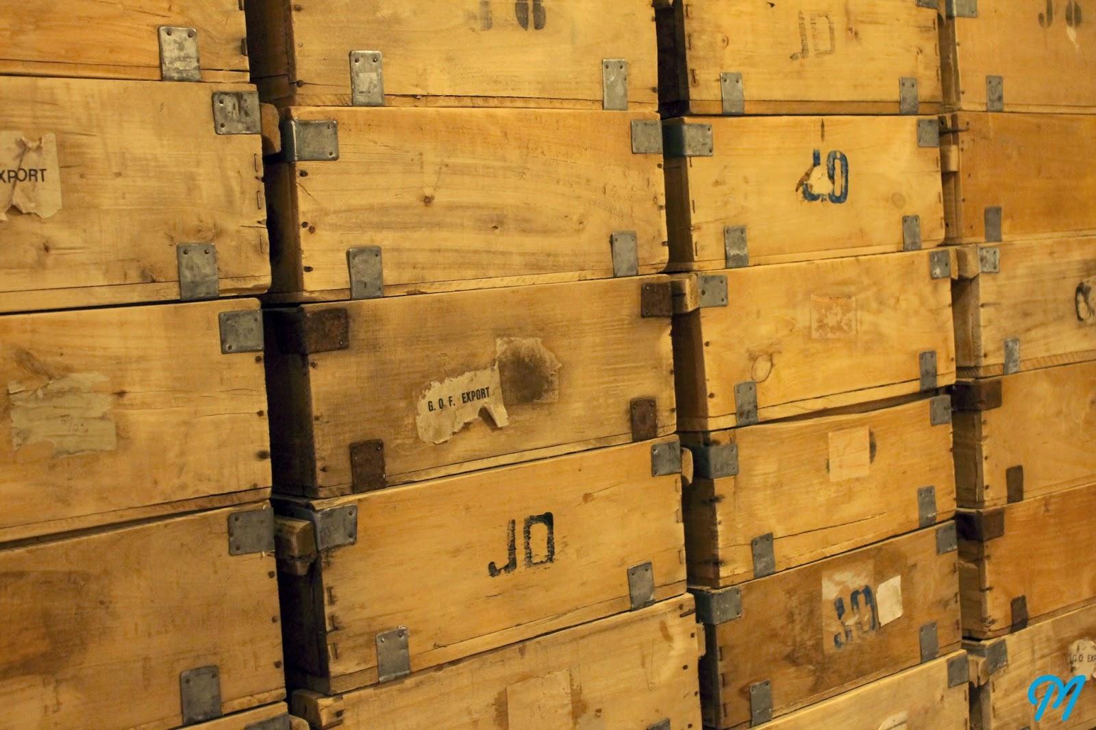 Caisses en bois anciennes casiers vintage - Caisse en bois ancienne ...