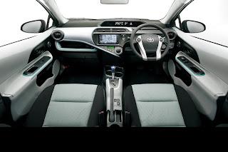 Interior: Dashboard: Toyota New Prius C / Aqua Hybrid