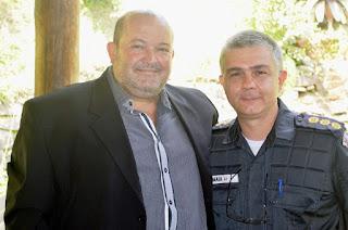 Prefeito Márcio Catão e o coronel Maia: agradecimento pelo trabalho do 30° BPM