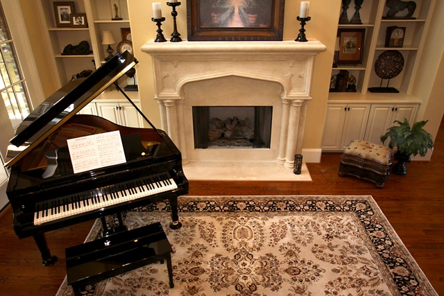 Home home decorating and small living rooms on pinterest for Piano for small space