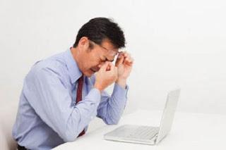 kelelahan mata di depan komputer