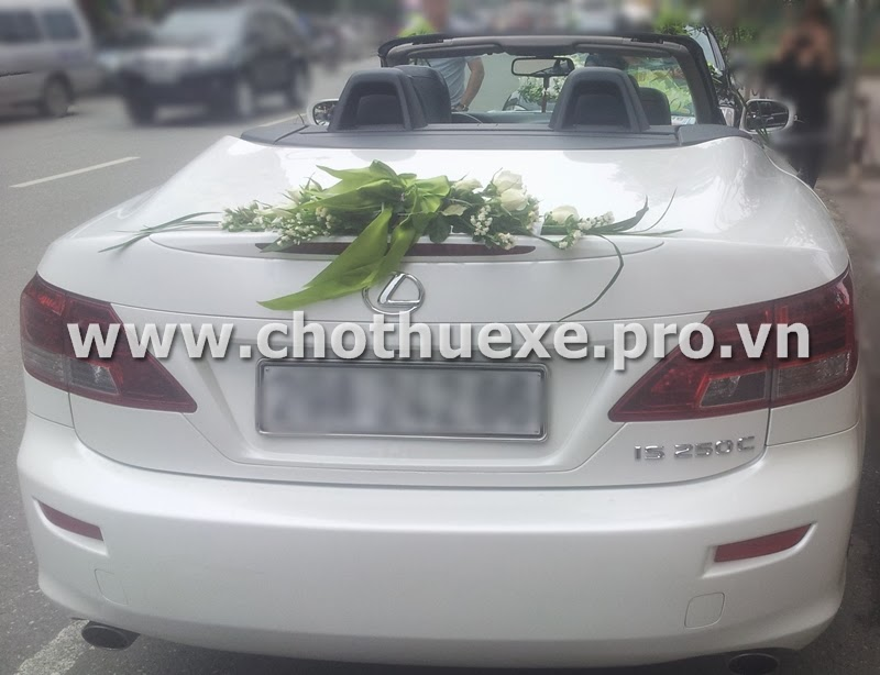 Cho thuê xe cưới mui trần Lexus IS250C trắng