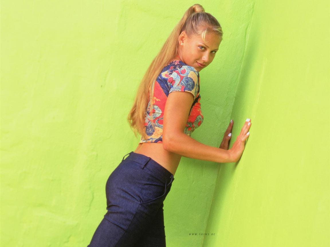 http://2.bp.blogspot.com/-7Txr4-iXWQY/TiF1laz5oxI/AAAAAAAAEIY/q9SPbUpZX0k/s1600/Anna%2BKournikova%2B%25286%2529.jpg